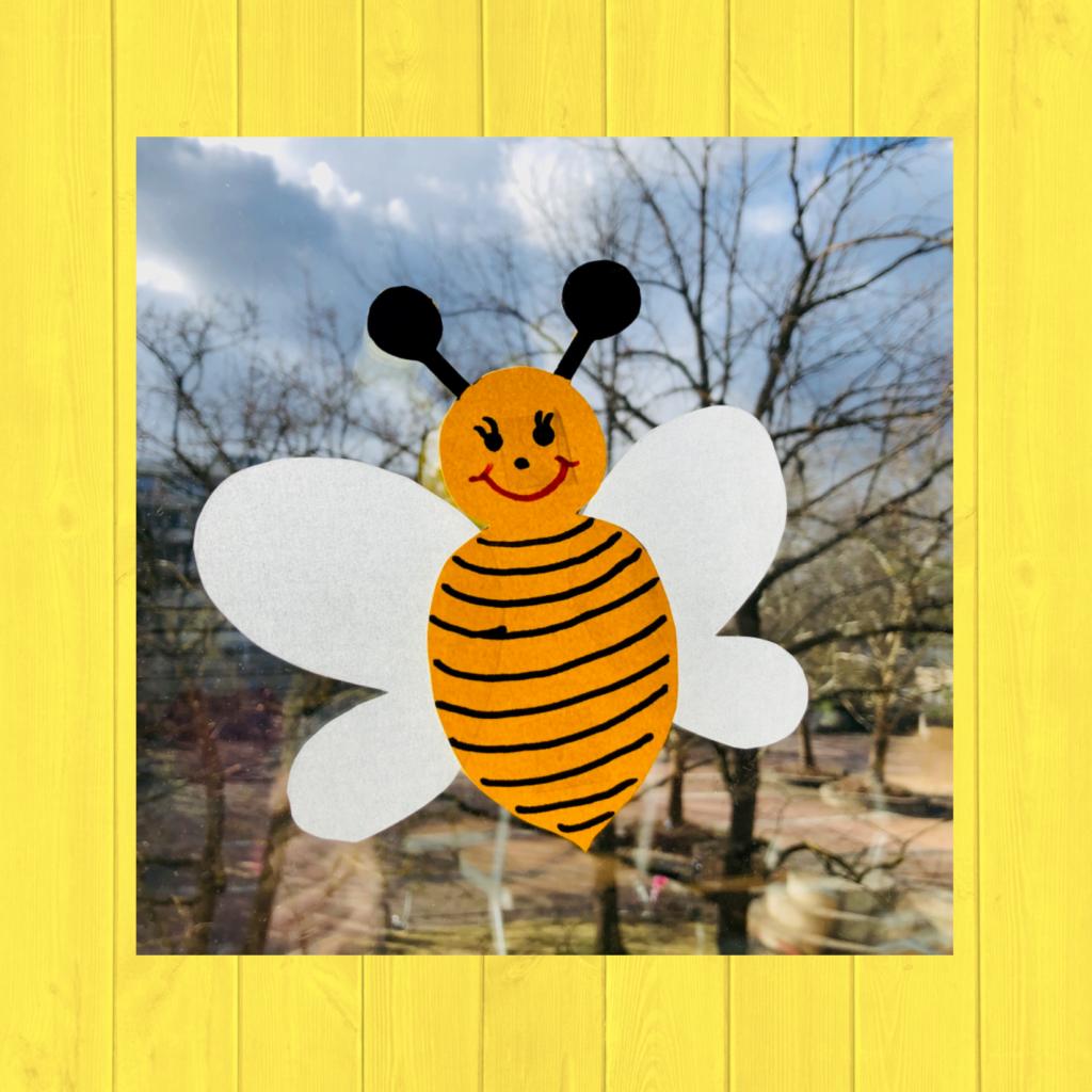 Fensterbild Biene - Frau Locke
